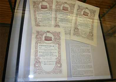 Exhibition of share certificates in The Women's House Hallveigarstaðir