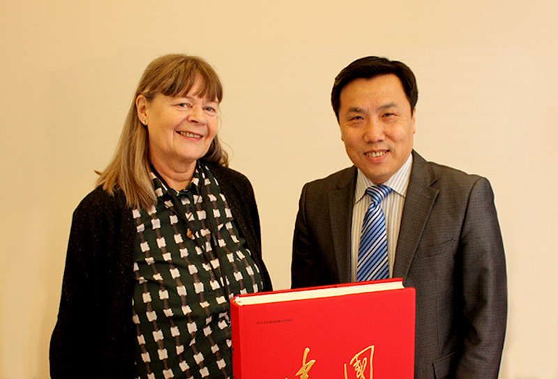 Book gift from China's ambassador