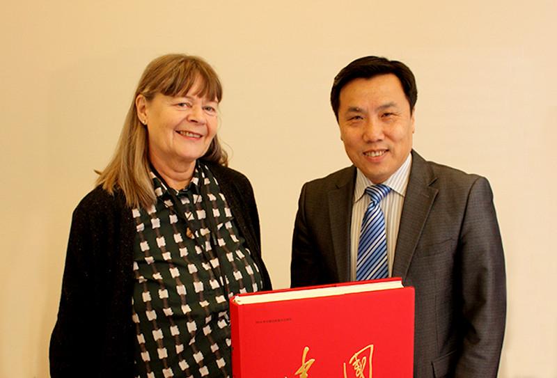 Book gift from China's ambassador
